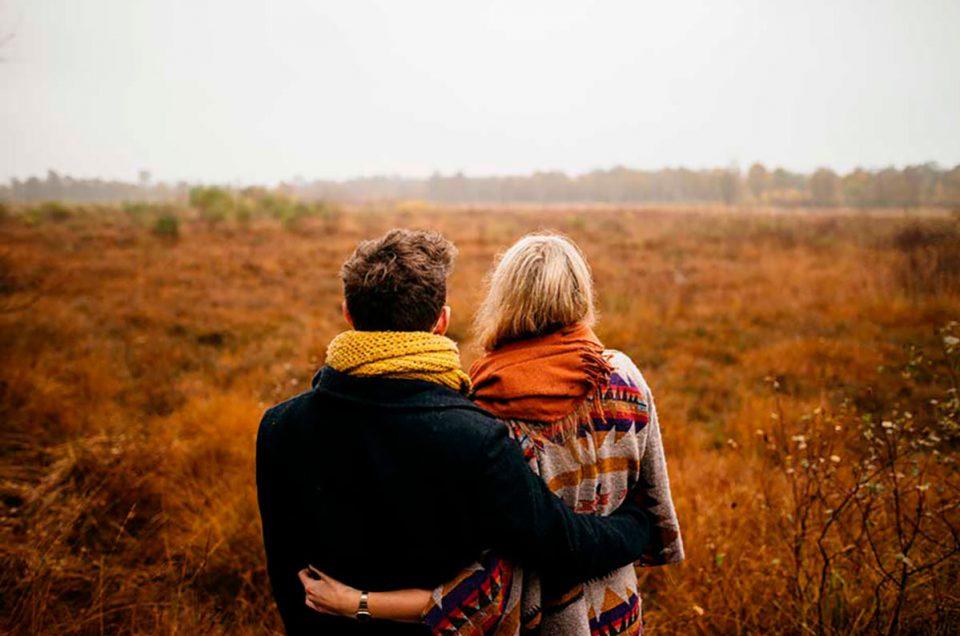 Ideas para tomarte fotos con tu pareja en otoño