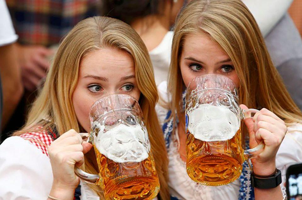 Estudio: las mujeres que toman cerveza son más fieles
