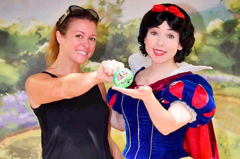 Mamá viaja sola a Disney para celebrar que sus hijos volvieron a clases