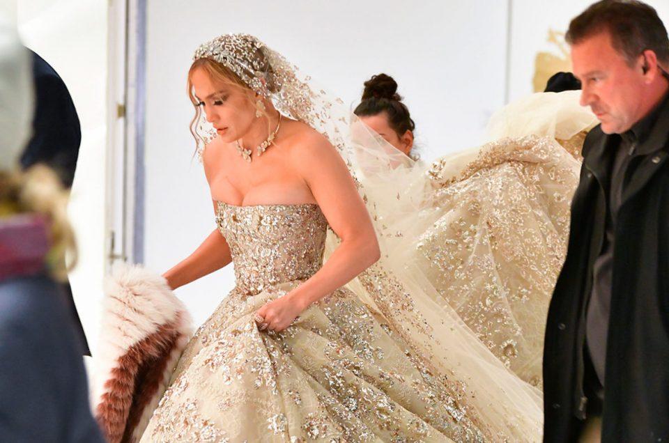 Jennifer Lopez se viste de novia a pocos meses de su boda